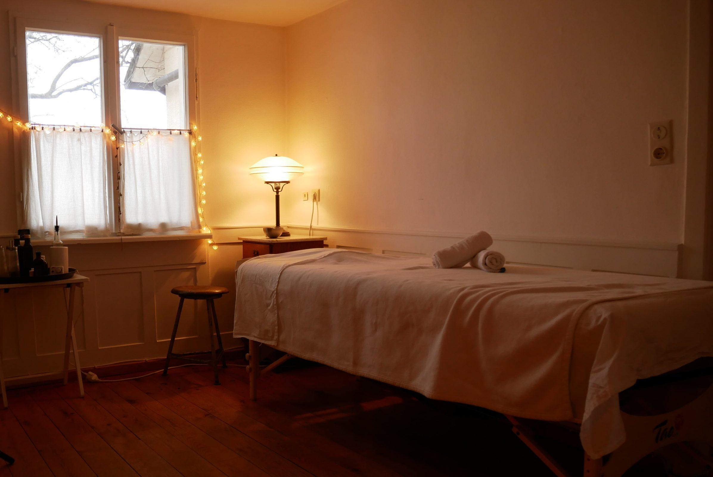 Raum für Ayurveda & Yoga in Salem nahe Überlingen, Bodensee. Massagen, Coaching, Ernährungsberatung, Körperarbeit.